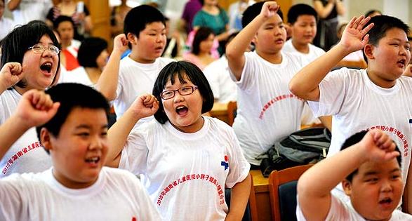 """雅点纤体""""关爱肥胖儿童公益活动"""""""